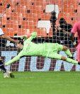 El Real Madrid cayó en un juego en el que sumó tres penales en contra y un autogol. (Foto Prensa Libre: AFP)