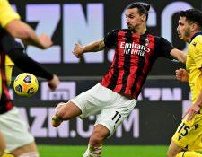Zlatan Ibrahimovic erró un penal, pero también consiguió el empate para su equipo durante la prórroga del segundo tiempo. (Foto Prensa Libre: AFP)