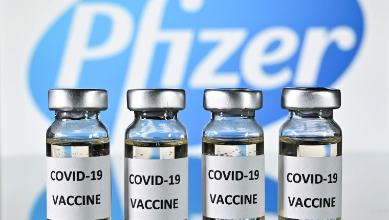 Más de 41 mil personas han participado en el ensayo de Pfizer para comprobar la eficacia de su vacuna contra el coronavirus. (Foto Prensa Libre: AFP)