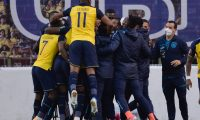 Ecuador's Robert Arboleda (Covered) celebrates with teammates after scoring a goal against Colombia during their closed-door 2022 FIFA World Cup South American qualifier football match at the Rodrigo Paz Delgado Stadium in Quito on November 17, 2020. (Photo by RODRIGO BUENDIA / POOL / AFP)