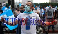 Las manifestaciones contra el presidente y los diputados arrancaron en la Plaza de la Constitución el pasado 21 de noviembre. (Foto Prensa Libre: AFP).