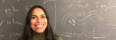 Alejandra Sierra es graduada por la Universidad de San Carlos, tiene un posgrado en Biología molecular y genética, en el Instituto de Investigación Genética, Invegem, y un máster en biotecnología, en la Escuela Aliter, en España. Actualmente es coordinadora del área de Biología de la Universidad Mariano Gálvez.  (Foto Prensa Libre: cortesía).