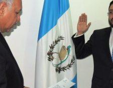 Momento en que Carlos Velásquez Monge es juramentado como director de la DGAC. (Foto Prensa Libre: Hemeroteca PL)