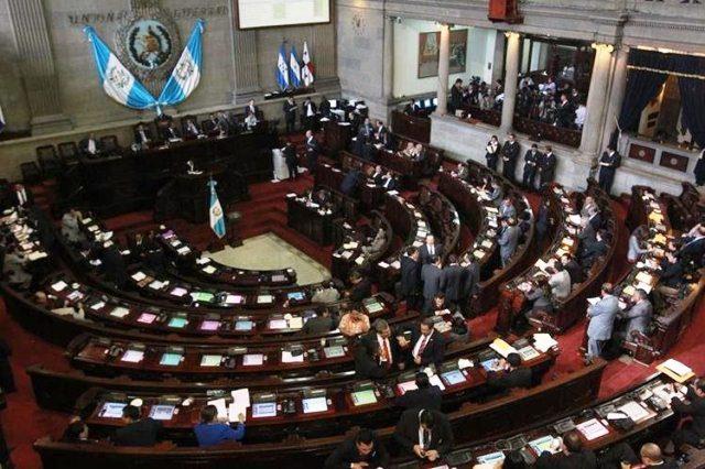 El Pleno fue convocado para una sesión extraordinaria el próximo martes, entre los puntos de agenda se encuentra la ley de vacunas contra el covid - 19 impulsada por el Ejecutivo. (Foto Prensa Libre: Hemeroteca)