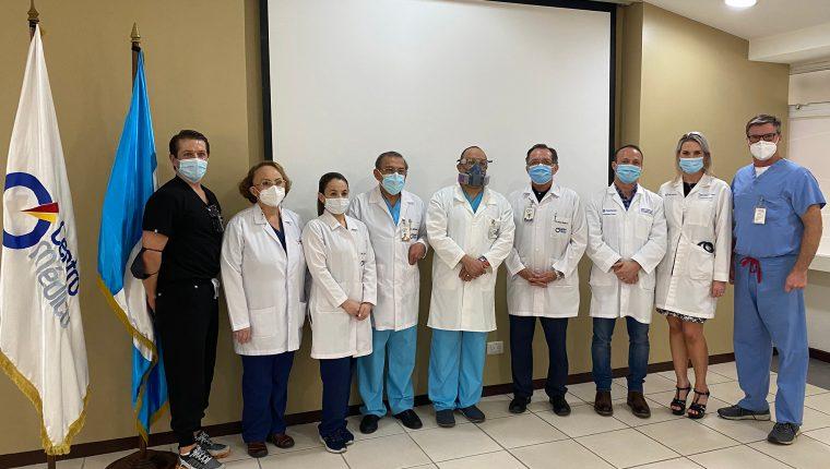 El heart team a cargo del procedimiento lo componen: el Dr. Carlos Sánchez Samayoa, cardiólogo intervencionista, Dr. Alejandro Amado, cardíologo intervencionista, Dra. Beatriz Domínguez, cardióloga imagenóloga, Dr. Rodolfo Bonilla, cirujano cardiovascular y la Dra. Milagro Rojas, anestesióloga.