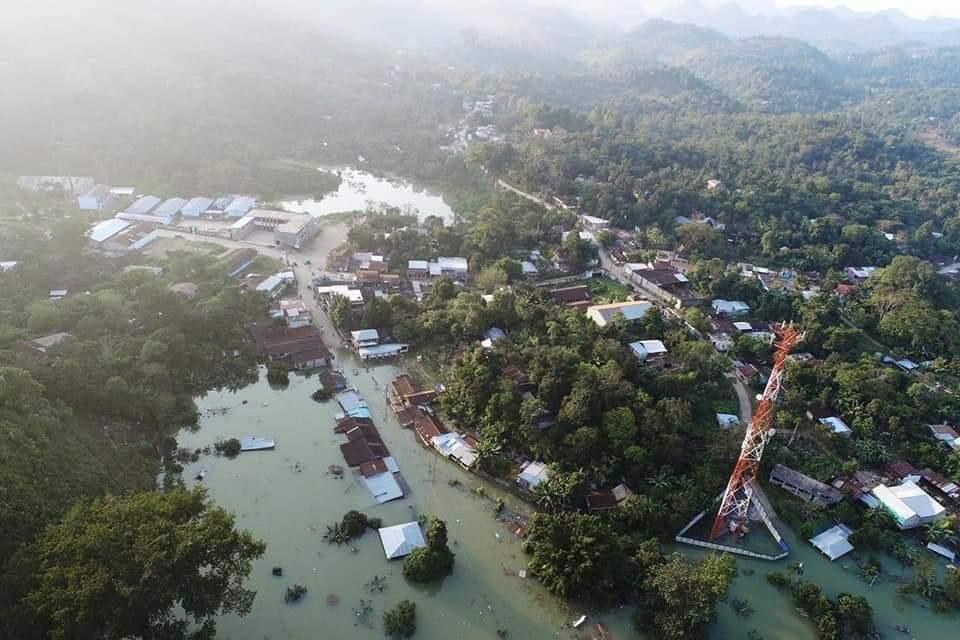 Retumbos y temblores: así viven unas 300 familias de comunidades de Carchá que están inundadas por Eta