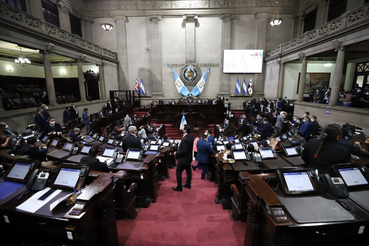Primer año del Congreso frustró la esperanza de renovar las fuerzas políticas