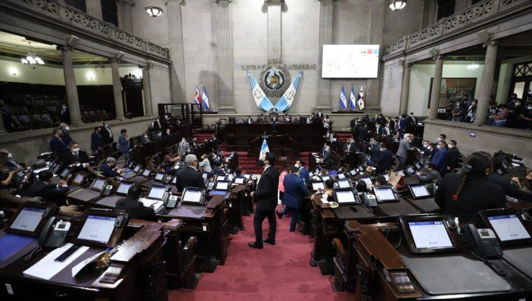 El Presupuesto de Ingresos y Egresos 2021 se aprobó de manera exprés por parte de la fuerza oficialista en el Congreso. (Foto Prensa Libre: Congreso de la República)
