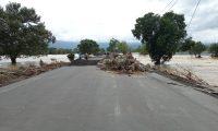 Maquinaria ya se encuentra en el kilómetro 302 carretera rumbo a Aduana El Corinto para los trabajos de reparación. (Foto Prensa Libre: Cortesía)