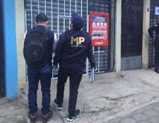 Agentes del MP y PNC capturaron a Muñoz en la Reformita, zona 12. (Foto Prensa Libre: MP)