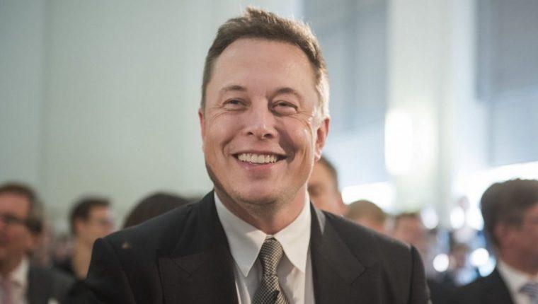 Tesla de Elon Musk se dispara un 10% en bolsa por su inclusión en el índice S&P 500. (Foto Prensa Libre: Forbes)
