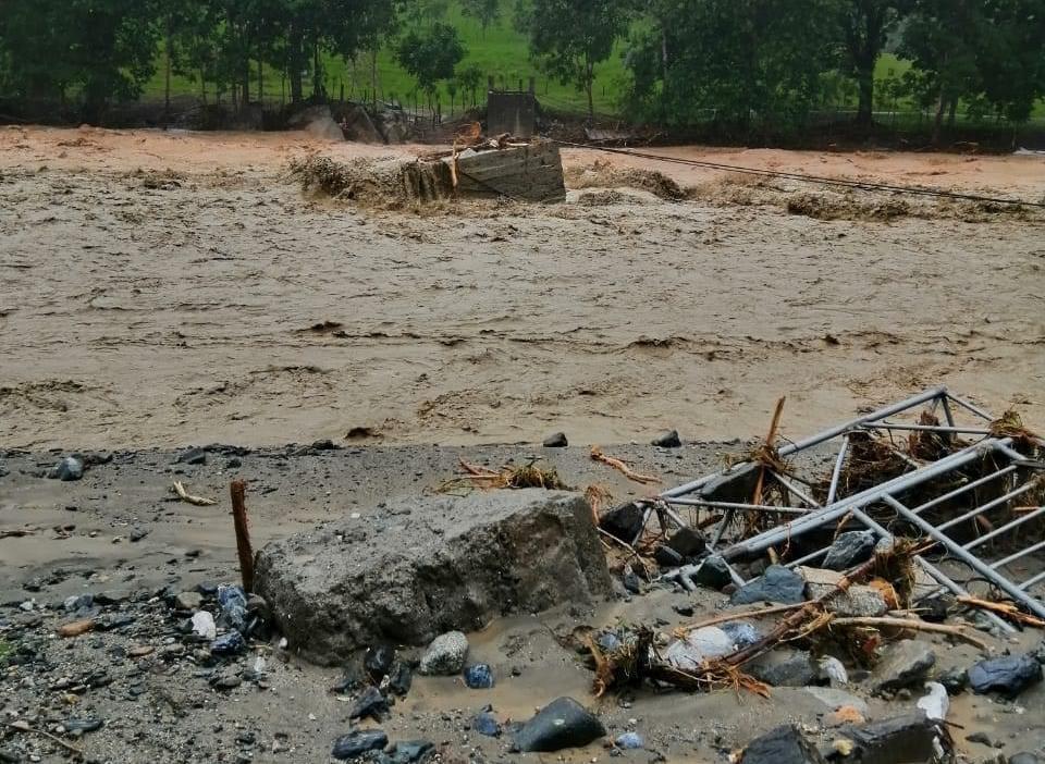 Puentes y tramos carreteros con daños por el paso de Iota en Guatemala