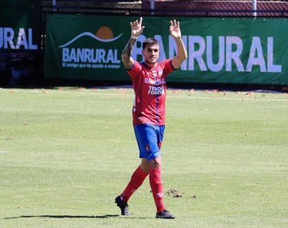 Ramiro Rocca anotó un triplete ante Antigua GFC y se consolidó en la tabla de goleadores del Apertura 2020. Suma quince goles anotados. Foto Prensa Libre:  @Rojos_Municipal