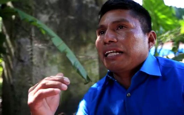 Fernando Cal Cac narra la tragedia en Quejá. (Foto Prensa Libre: Carlos Hernández)