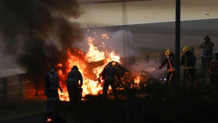Afortunadamente, el corredor salió ileso del fuerte accidente de su monoplaza. (Foto Prensa Libre: AFP)