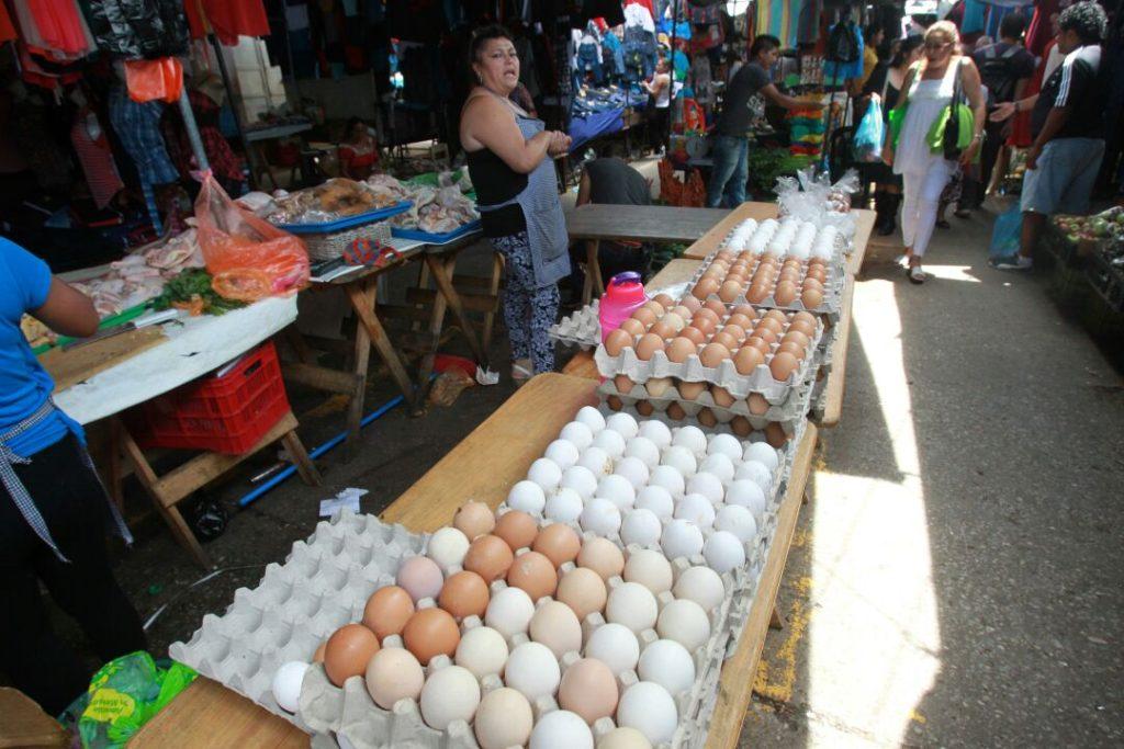 Productores guatemaltecos: A diario ingresan 1 millón de unidades de huevo mexicano de contrabando