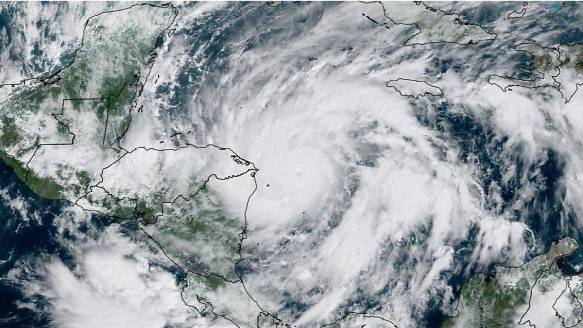 Giammattei pide atender instrucciones de Conred ante acercamiento de huracán Eta