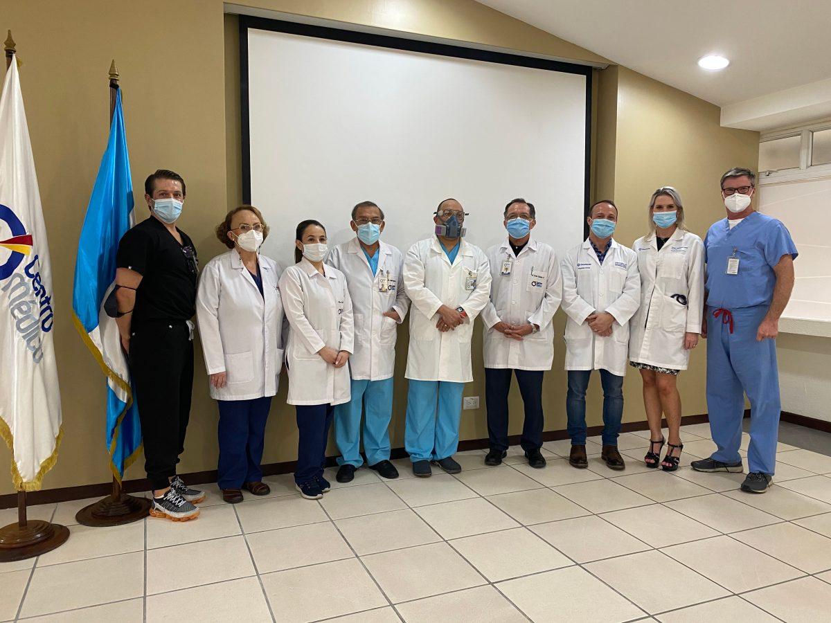Centro Médico realiza exitosamente el primer tratamiento cardiovascular que evita la cirugía a corazón abierto