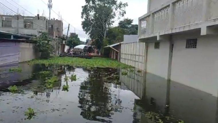 Una de las áreas inundadas en Sayaxché, Petén. (Foto Prensa Libre: Tomada de video de la comuna)