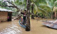En la comunidad Río Juan Vicente, Lívingston, Izabal, el agua alcanzó los dos metros de altura. (Foto Prensa Libre: Andrea Domínguez)