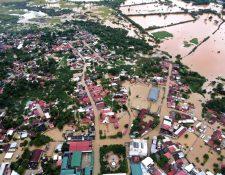 Pobladores de Morales, Izabal, continúan afectados por las inundaciones que dejaron las tormentas Iota y Eta. (Foto Prensa Libre: Stiven Oliva)