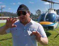 El piloto José Luis Sagastume narra lo vivido en Quejá. (Foto Prensa Libre: Edwin Pitán)