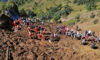 Brigadas buscan a personas en el deslave registrado en aldea Chibal, San Pedro Soloma, Huehuetenango. (Foto Prensa Libre: Conred)