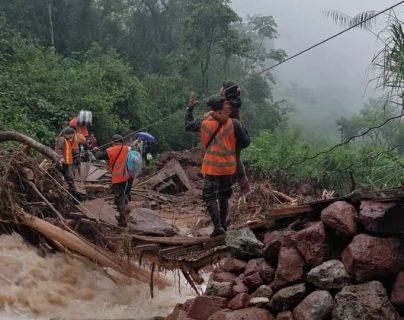 Un contingente de 10 soldados llegó este martes 24 de noviembre a la comunidad Yulá San Juan, Barillas, Huehuetenango. (Foto Prensa Libre: Cortesía Ejército)