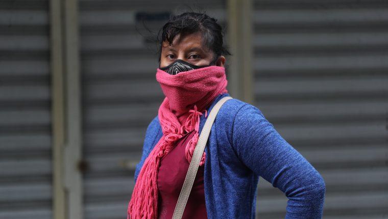 La temporada fría en el país también trae consigo el padecimiento de varias enfermedades respiratorias como la influenza. (Foto Prensa Libre: Hemeroteca PL)  Fotograf'a. Erick Avila:               04/11/2020