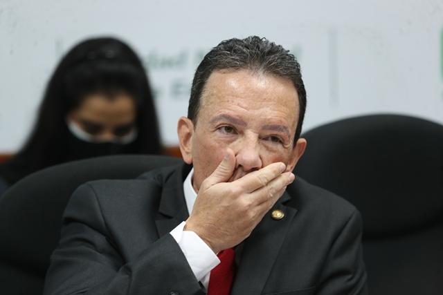 Ministro de Finanzas admite que es su voz la del audio pero asegura que hay montaje