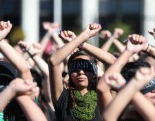 Grupos de mujeres se han manifestado en varias ciudades por la violencia contra este sector de la población. (Foto Prensa Libre: Hemeroteca PL).