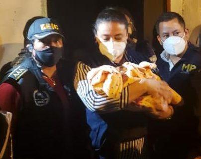 Menor raptada fue rescatada en la zona 5 de la capital. (FOTO Prensa Libre: MP)