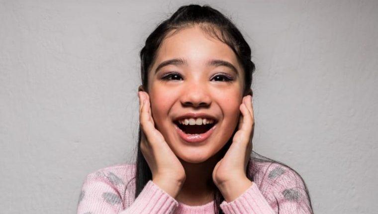 Nahira Flores de 11 años es la ganadora de #YoTeCantoEnCasa edición niños. (Foto Prensa Libre: cortesía).