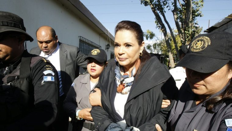 Roxana Baldetti es vacunada contra el covid-19 por una orden judicial
