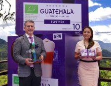 Directivos de Nescafé presentaron el nuevo Nescafé Dolce Gusto Origen Guatemala. Foto Prensa Libre: Cortesía.
