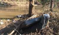 Colchones, contenedores y grandes objetos arrastrados por efectos de depresión tropical Eta en el río Cahabón, Cobán, Alta Verapaz. (Foto Prensa Libre: Cortesía)
