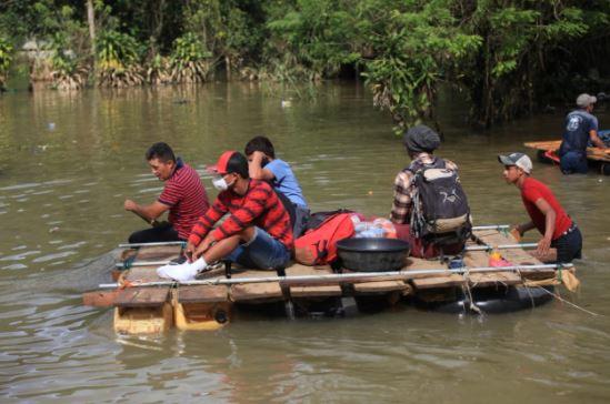 El drama que viven pobladores de Sonté. (Foto Prensa Libre: Byron García)