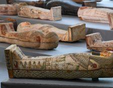 Los ataúdes de madera revelados pertenecieron a altos funcionarios del Período Tardío y el período Ptolemaico del antiguo Egipto. (Foto Prensa Libre: AFP)