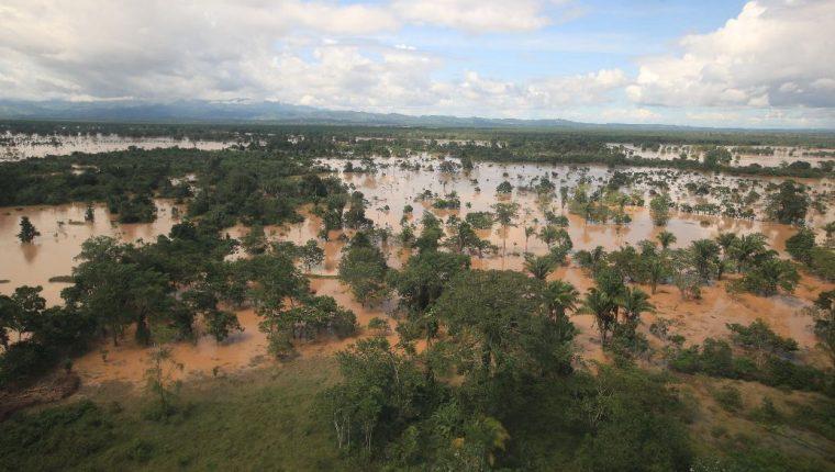Nueve carreteras han quedado destruidas por el paso de Eta por el país. (Foto Prensa Libre: Hemeroteca)