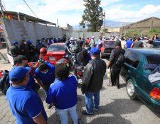 Los pilotos del servicio de Transurbano han resultado afectados por la suspensión del servicio de transporte de pasajeros por la emergencia del coronavirus. (Foto Prensa Libre: Érick Ávila)