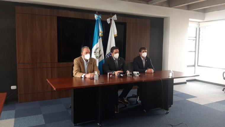 Directivos de la Cámara de la Industria de Guatemala hicieron un llamado para el presidente y vicepresidenta resuelvan sus diferencias mediante el diálogo. (Foto Prensa Libre: Andrea Domínguez / Guatevisión)