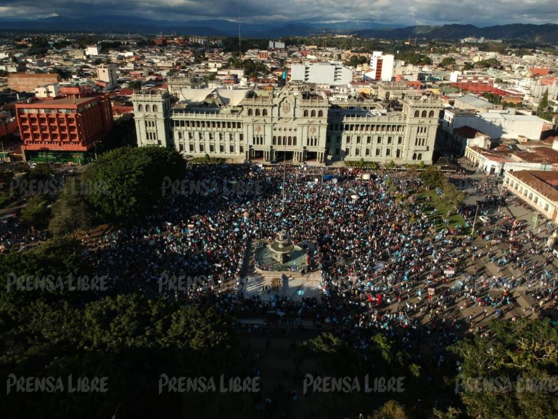Ciudadanos manifiestan frente al Palacio Nacional para rechazar el Presupuesto 2021