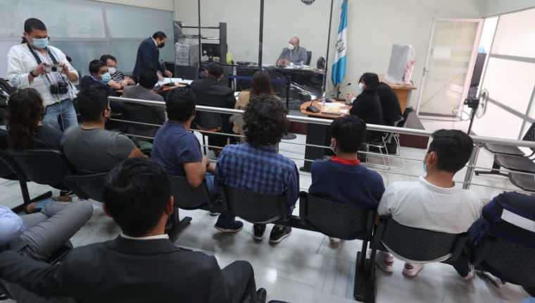 El juez razonó que los agentes de la PNC actuaron de forma brusca y no presentaron evidencias contra los sindicados. (Foto Prensa Libre: Érick Ávila)