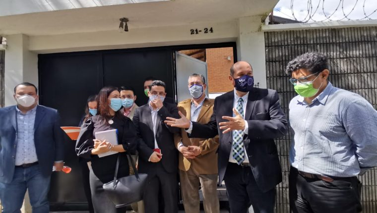 Diputados opositores  de los bloques Semilla, Une, Winaq, BIEN y Victoria se reunieron con el jefe de misión de la OEA. (Foto Prensa Libre: Mariajosé España)