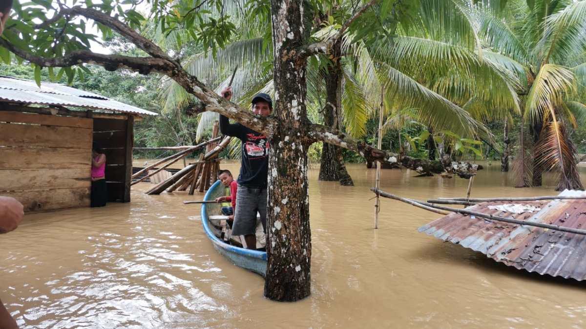 """""""Lo hemos perdido todo y tememos que el agua derribe nuestras casas"""", dicen víctimas de Iota"""