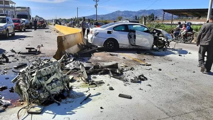 Dos vehículos protagonizaron un accidente de tránsito ocurrido en el kilómetro 75.6 de la ruta Intaeramericana. (Foto Prensa Libre: CDBM)