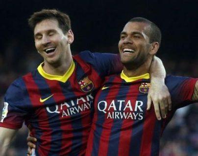 Dani Alves reconoció que intervino para evitar que Messi se marchara del Barcelona y contó cuál fue el mensaje que le mandó
