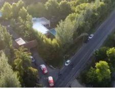 Vista aérea de las ambulancias que acudieron a la emergencia del astro argentino. (Foto: Captura de YouTube)