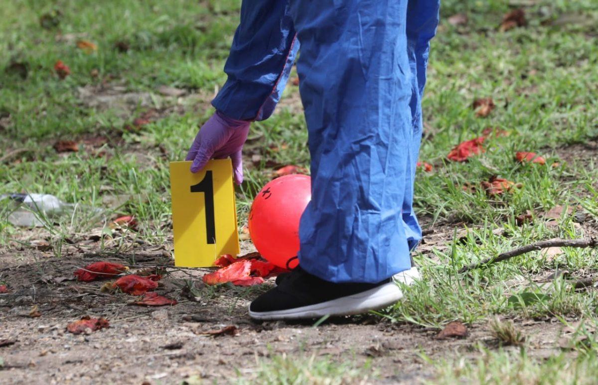 Niño muere por una herida de bala, días después del asesinato de su madre