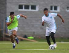 Jesús López (derecha), durante la práctica de la Selección de Guatemala este miércoles. (Foto Prensa Libre: Cortesía Fedefut)
